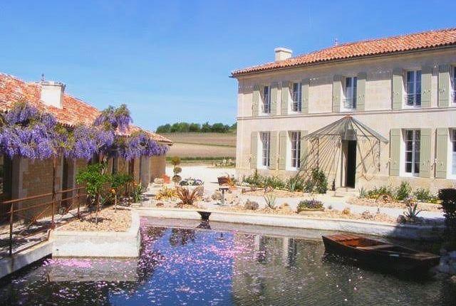 Thumbnail Hotel/guest house for sale in Jonzac, Charente-Maritime (Royan/La Rochelle), Nouvelle-Aquitaine