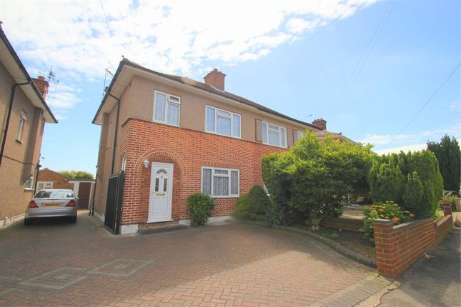 3 bed terraced bungalow to rent in Goshawk Gardens, Hayes, Middlesex