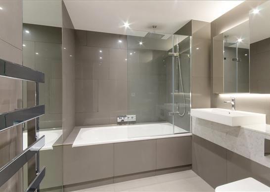 E1: Bathroom of Cashmere House, Aldgate, London E1