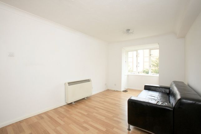 Thumbnail Flat to rent in Sterling Gardens, London