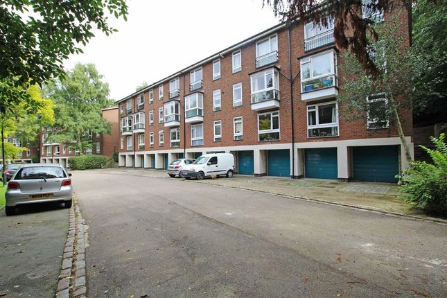 Thumbnail Flat to rent in Fountain Drive, London