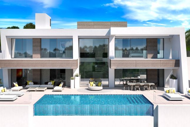 Villa for sale in El Paraiso, Costa Del Sol, Spain