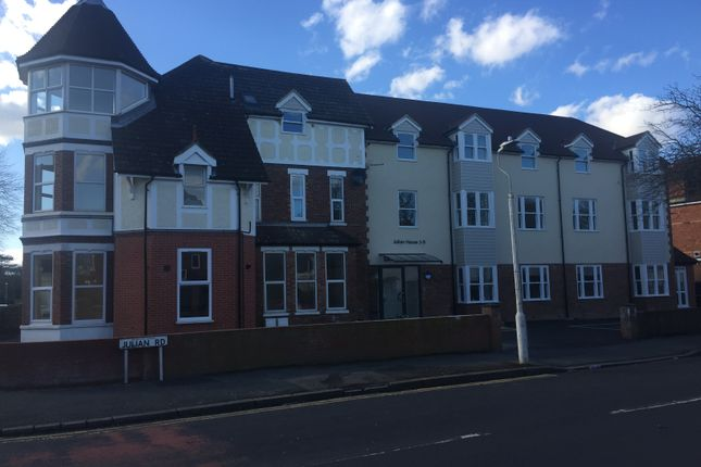 Thumbnail Flat to rent in Cheriton Road, Folkestone, Kent