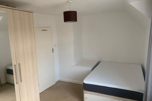 Room to rent in Caillard Road, Byfleet, West Byfleet KT14