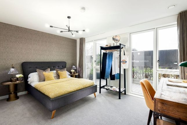 Flat for sale in Cooks Road, London