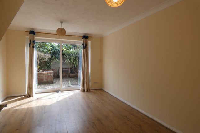 Thumbnail Property to rent in Manor Vale, Brentford, Greater London