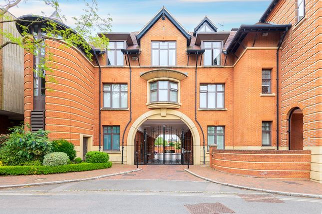 Thumbnail Flat for sale in Station Road, Henley-On-Thames
