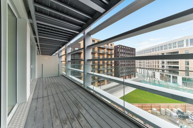 Thumbnail Flat to rent in Flagship House, Royal Wharf