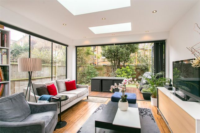 Thumbnail Flat for sale in Clapham Common West Side, London