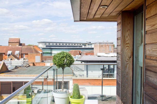 Thumbnail Duplex to rent in Peascod House, Peascod Place, Windsor