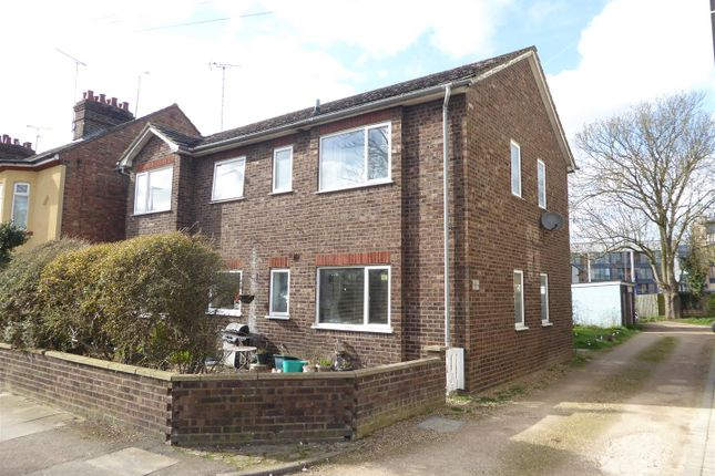 2 bed flat for sale in St. Peters Road, Dunstable