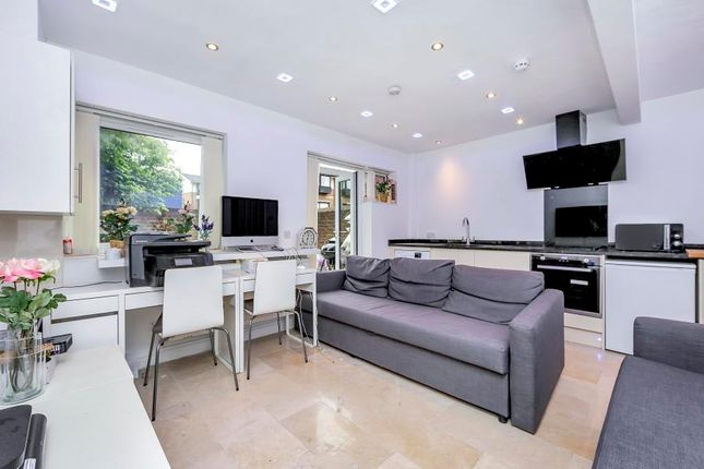 Thumbnail Property to rent in Ironmongers Place, Canary Wharf