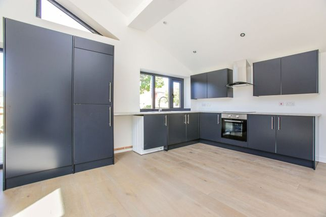 Kitchen of Temple Avenue, Croydon CR0