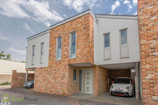 3 bed mews house to rent in Wellington Lane, Cheltenham GL50