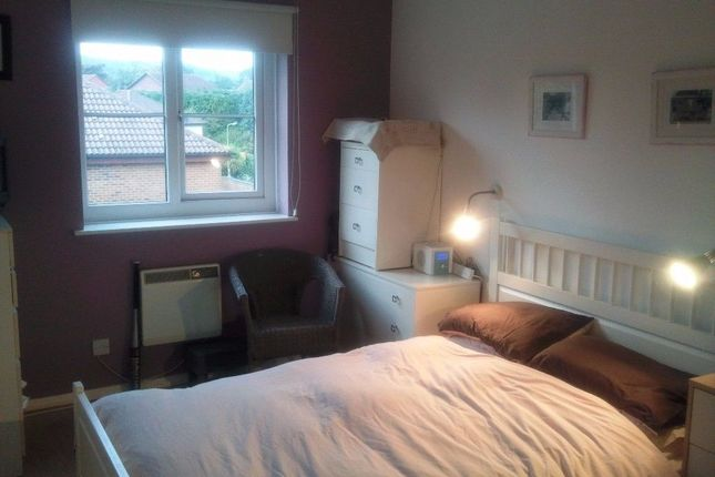 Thumbnail Flat to rent in Wordsworth Mead, Surrey