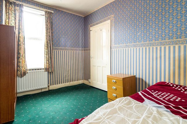 Russell road nottingham ng7 3 bedroom terraced house for for Bedroom zone nottingham