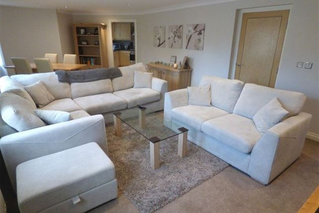 Thumbnail Flat to rent in Weldon Road, Altrincham, Cheshire