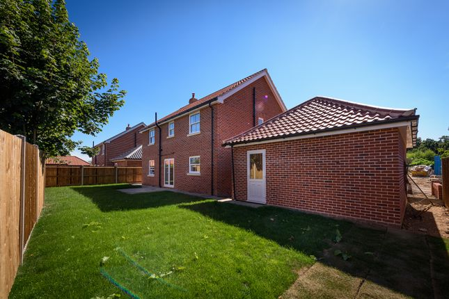 Thumbnail Detached house for sale in Mill Close, Poringland