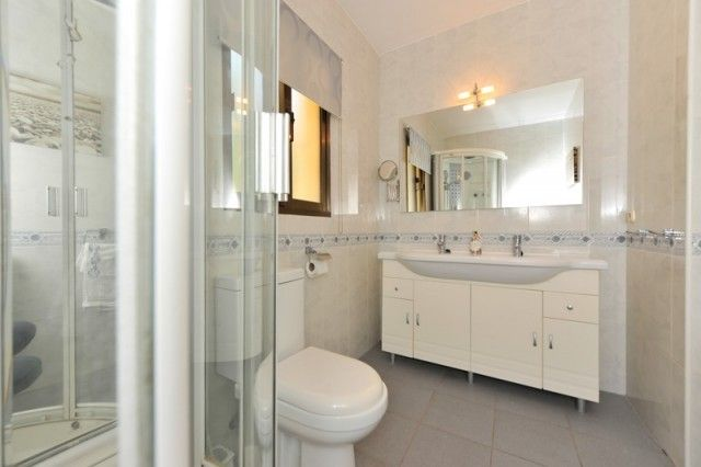 Hot-V3172-Ssc_14_Shower Room