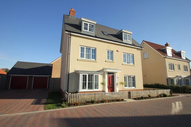 Thumbnail Town house for sale in Shetland Crescent, Rochford