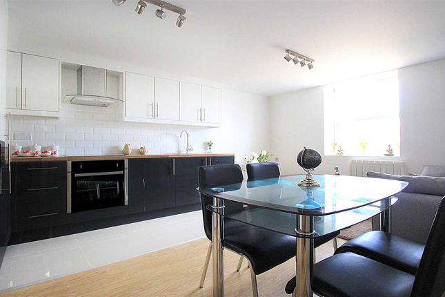 2 bed flat to rent in Bedford Road, Kempston, Bedford