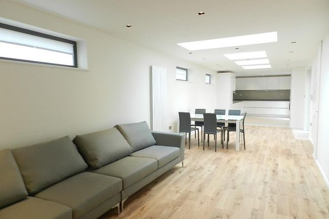 3 bed property to rent in Penrose Street, London