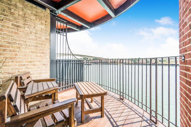 Thumbnail Flat for sale in Andes Close, Ocean Village Marina, Southampton