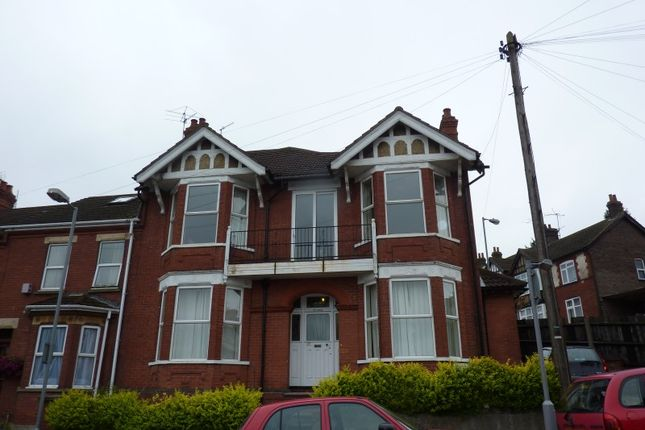 Thumbnail Terraced house to rent in Russell Rise, Luton
