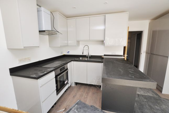 Thumbnail Flat for sale in Queen's Road, Croydon
