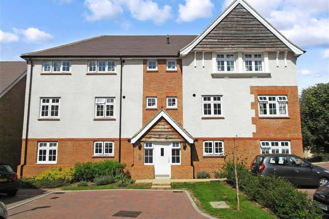 Thumbnail Flat for sale in Albion Drive, Larkfield, Aylesford, Kent