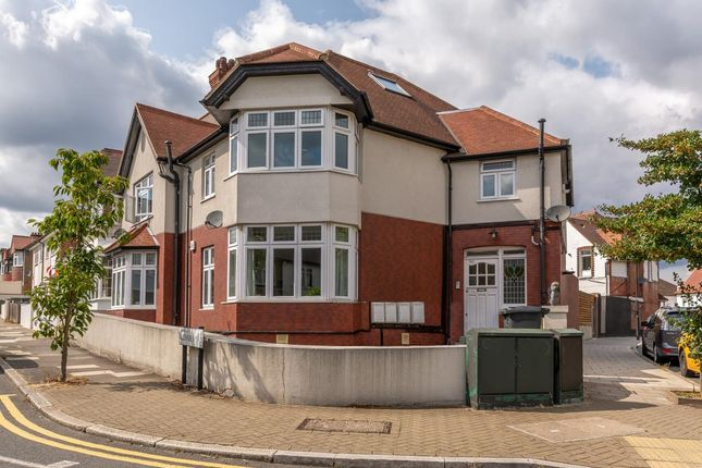 Flat to rent in Glennie Road, West Norwood, London