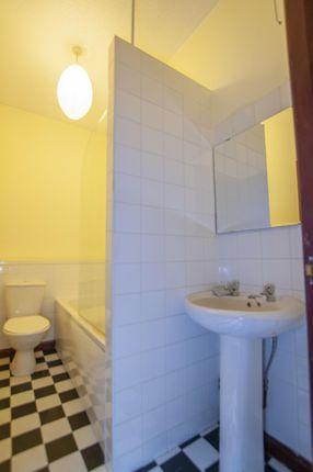 Bathroom of 31 Main Street, Clackmannan, Clackmannanshire 4Ja, UK FK10