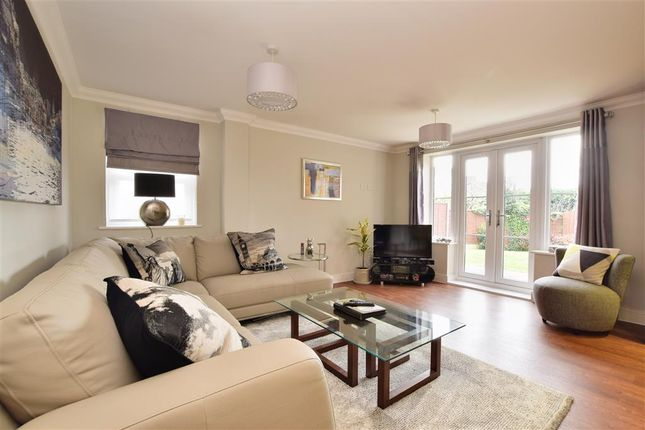 Thumbnail Flat for sale in Copse Road, Meadvale, Surrey