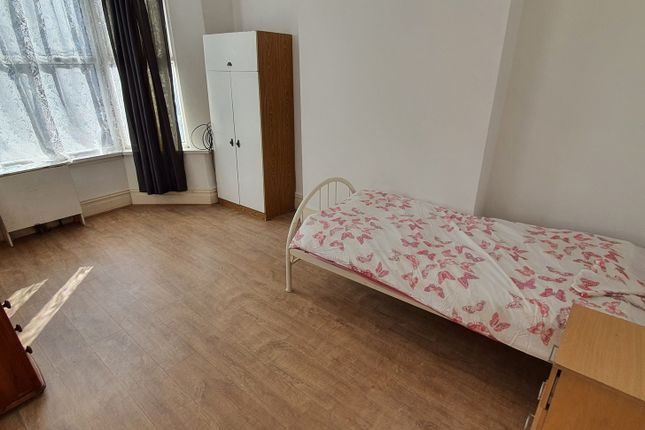 Room to rent in Gladstone Road, Sparkbrook, Birmingham B11