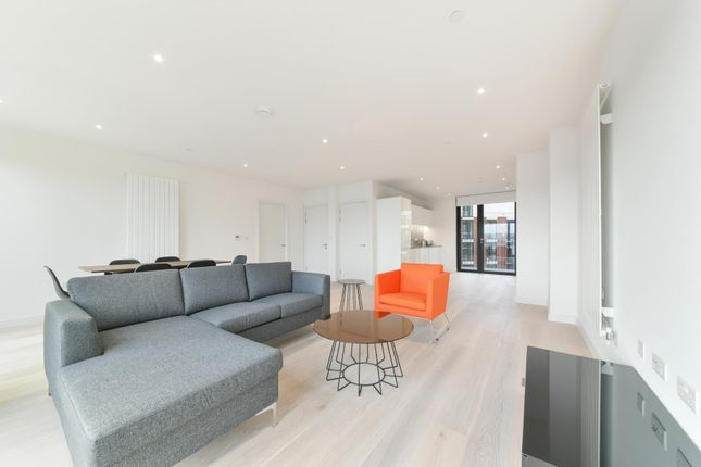 Thumbnail Flat to rent in Masthead House, Royal Wharf