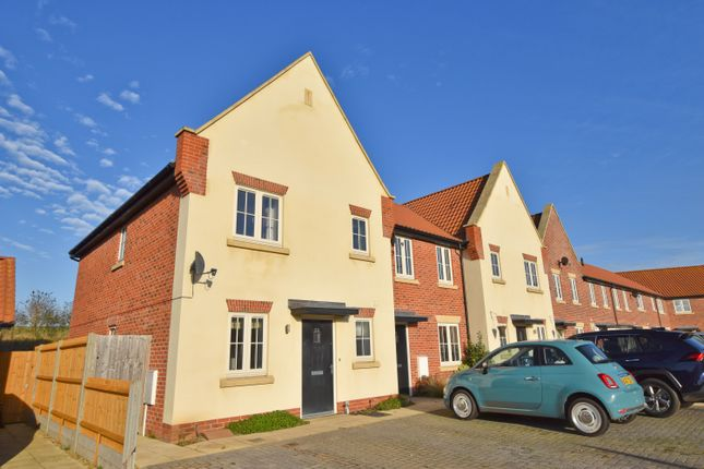 3 bed semi-detached house to rent in Gallus Close, Northrepps, Cromer NR27