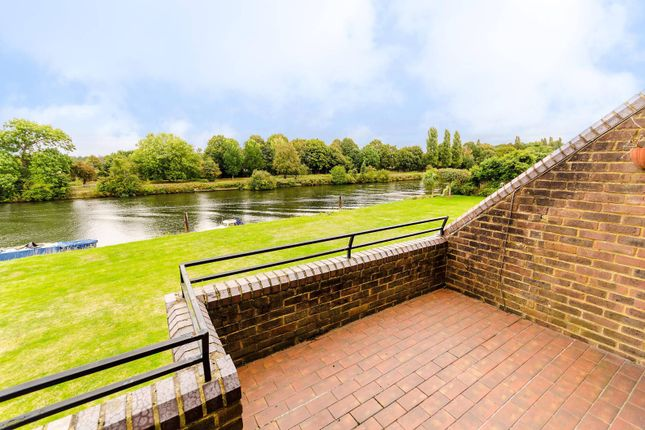 Thumbnail Property to rent in Ditton Reach, Thames Ditton