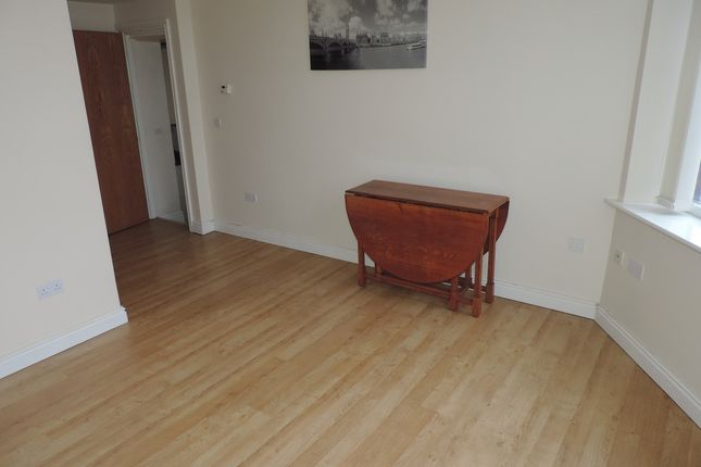 Thumbnail Flat to rent in Manchester Road, Shaw, Oldham