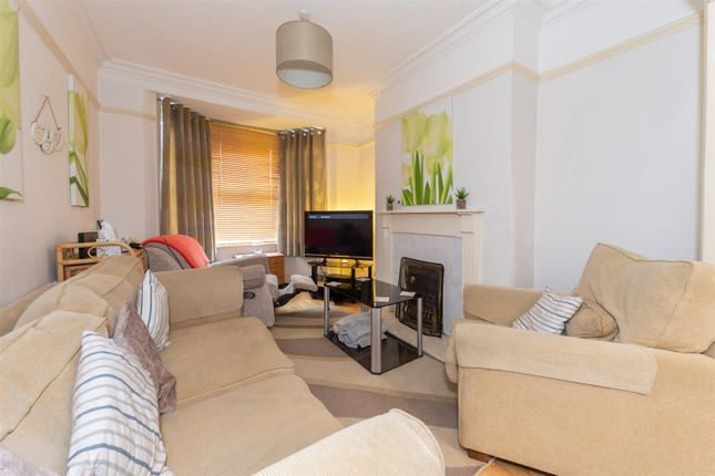 Living Room of Chiltern Road, Dunstable, Bedfordshire LU6