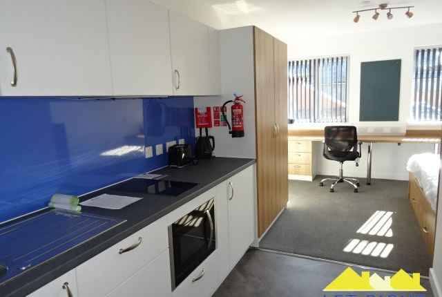 Thumbnail Flat to rent in Gelliwastad Road, Pontypridd