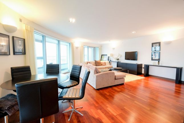 2 bed flat to rent in Altura Tower, Bridges Court Road, Battersea