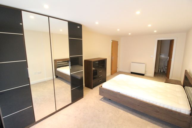 Thumbnail Flat to rent in Royal Plaza, Westfield Terrace, Sheffield