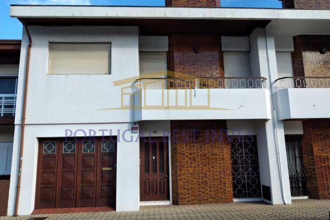 Thumbnail Detached house for sale in Oliveira Do Douro, Vila Nova De Gaia, Porto