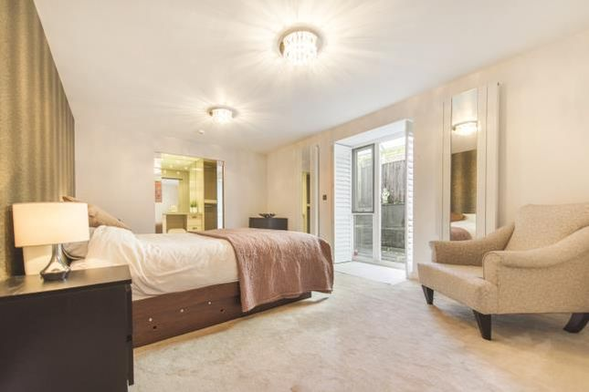 Thumbnail Flat for sale in The Avenue, London