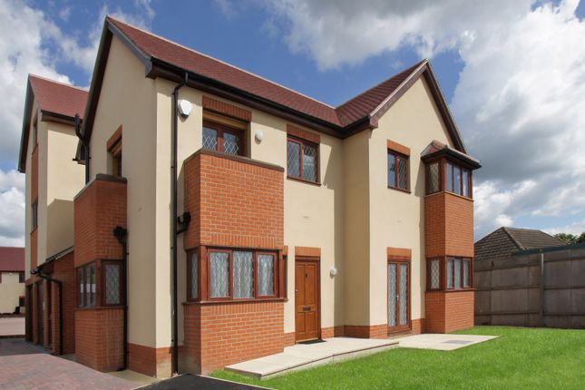 2 bed flat to rent in Brian Dowding Court, Tilehurst, Reading RG31