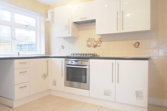 3 bed terraced house to rent in Sandyhill Road, Ilford