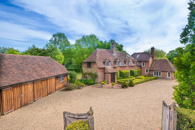 Thumbnail Country house for sale in Smarden Road, Pluckley