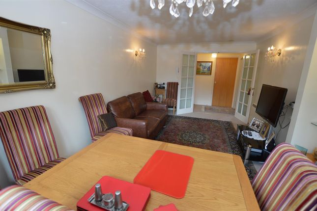 Thumbnail Flat for sale in Longhedge, Dunstable