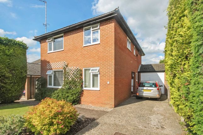 Thumbnail Detached house for sale in Clarkes Spring, Tring