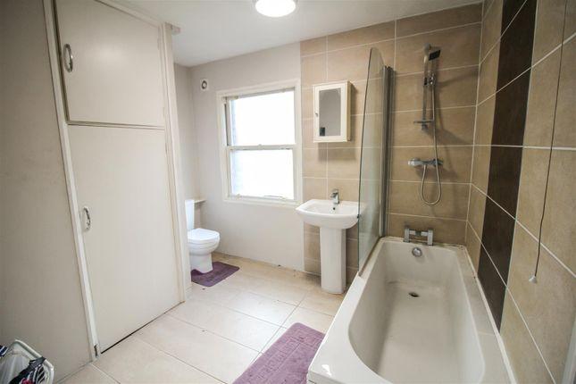 House Bathroom of Midland Terrace, Bradford BD2
